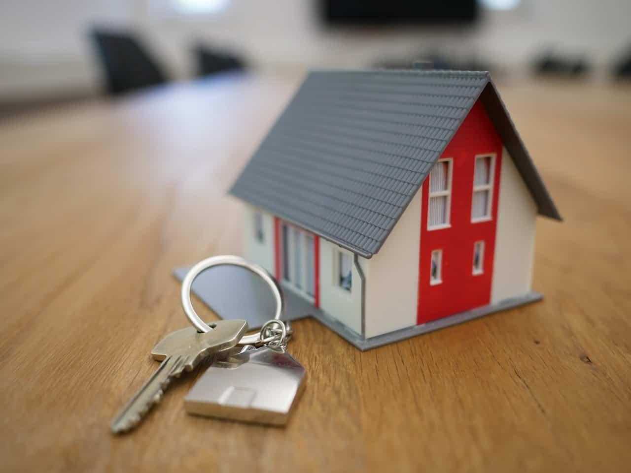 מחזיק מפתחות של בית