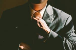 איש מסדר עניבה
